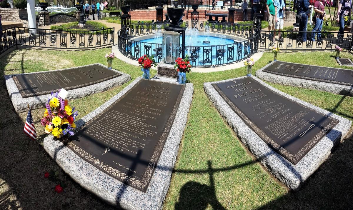 Graceland graves.jpg