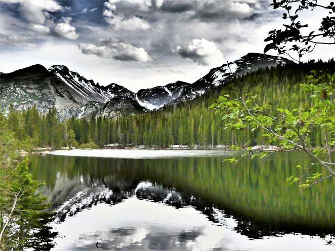 bear lake with mountains