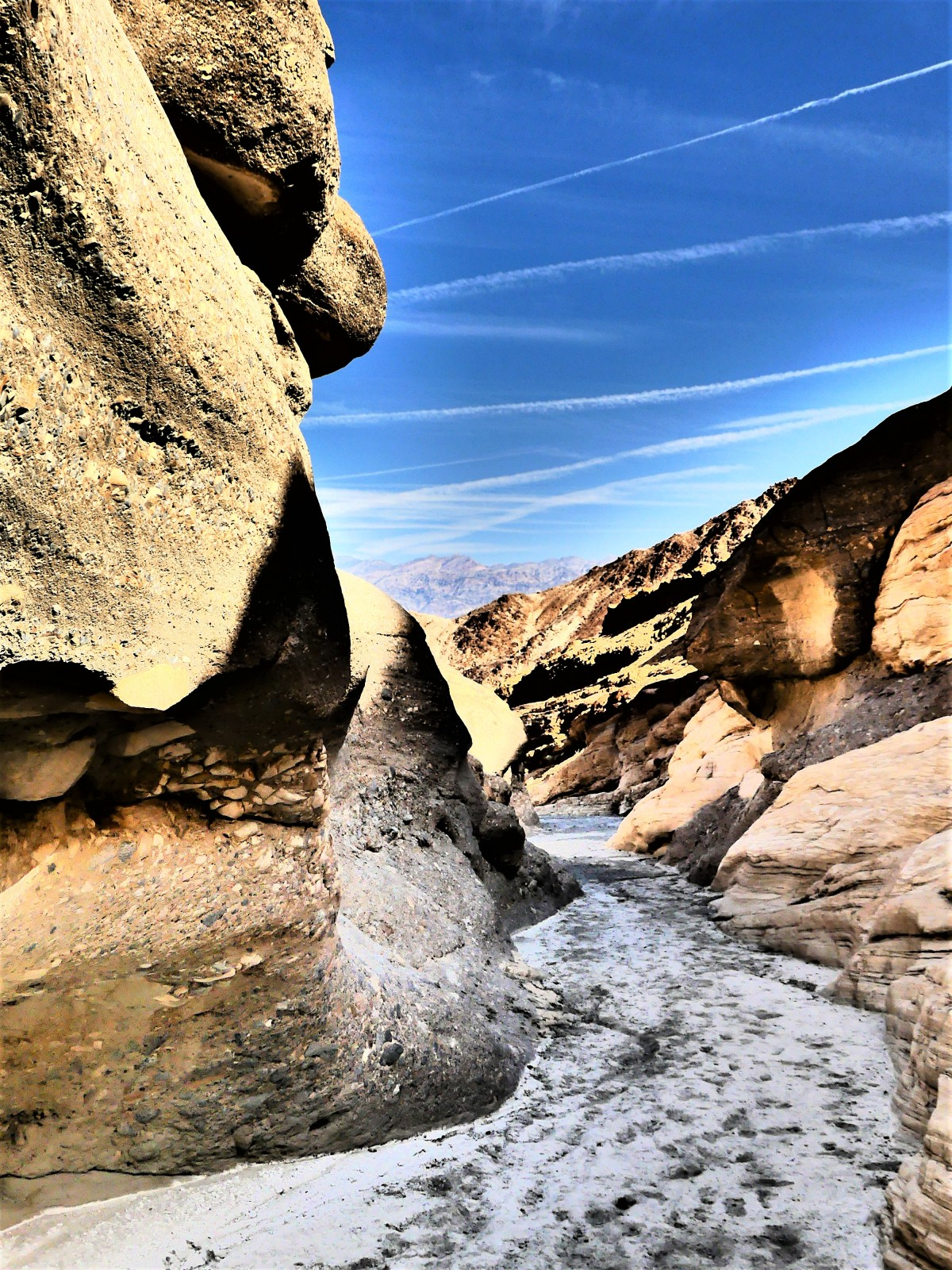 Mosaic Canyon mouth.jpg