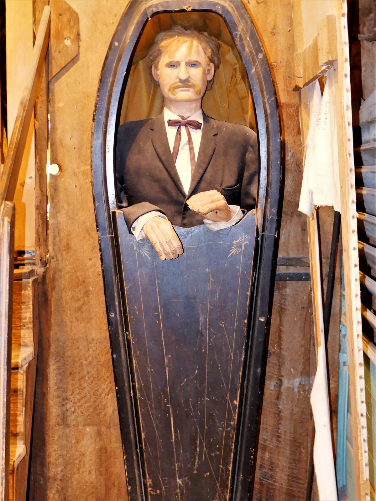 standing coffin