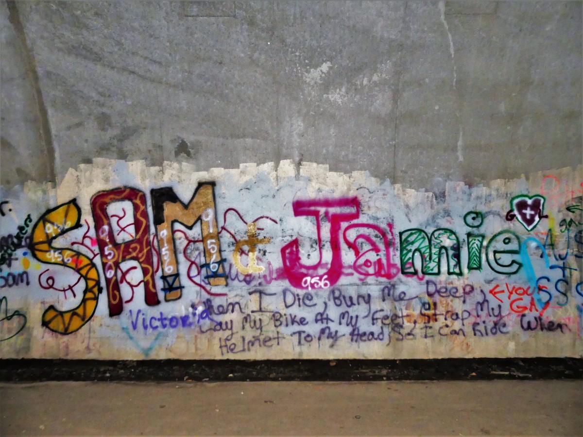 tunnel grafitti