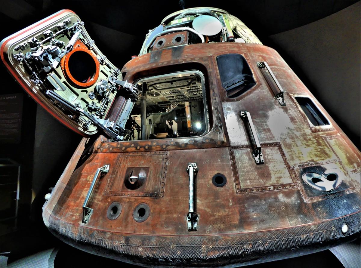 Apollo capsule (2)