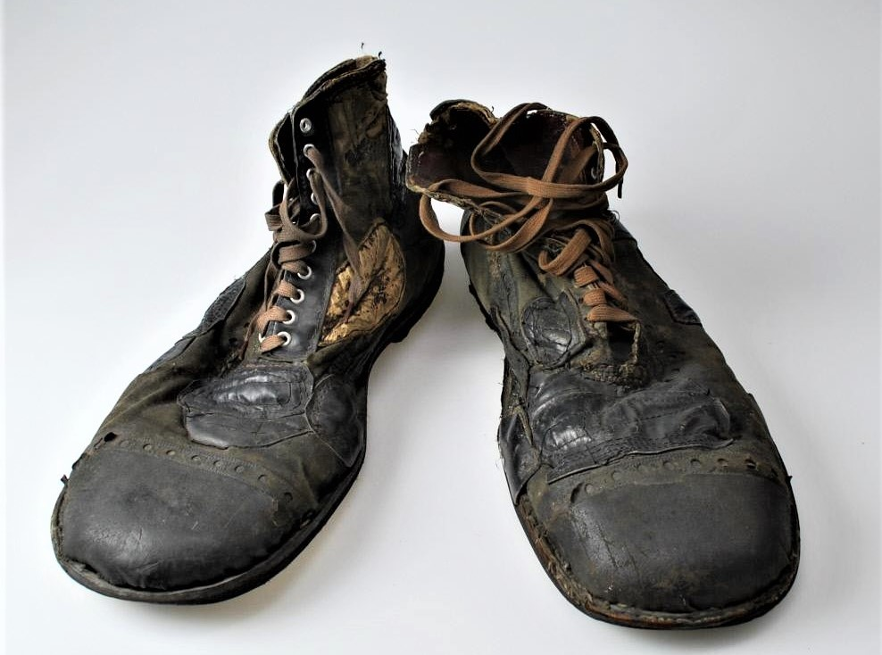 Emmett Kelly's Weary Willie clown shoes (3)