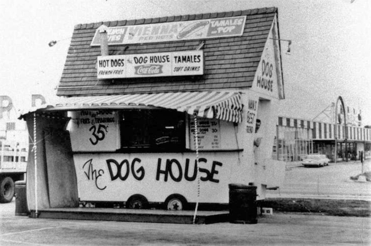 Hot dog hut (2)