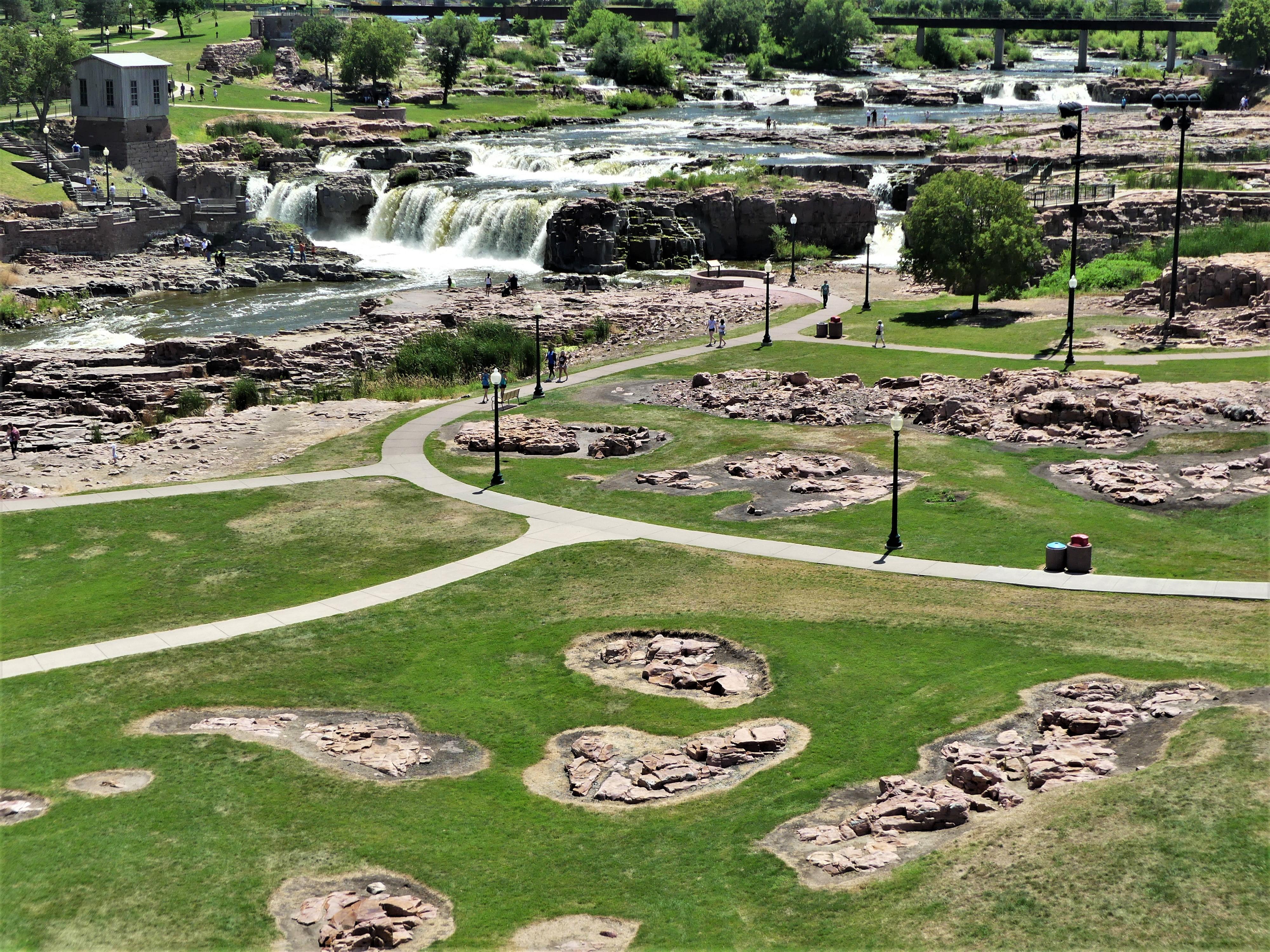 Sioux Falls Falls Park trail.jpg