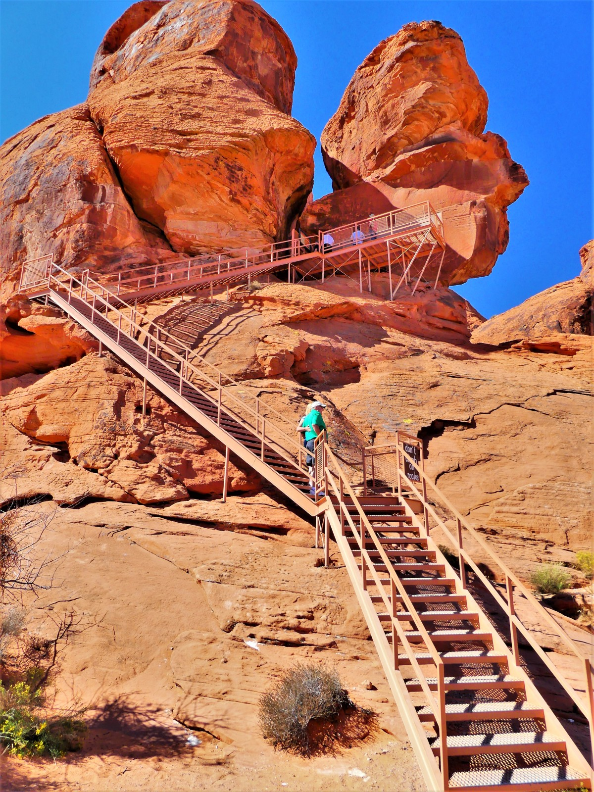 Valley of Fire Atlatl Rock trail