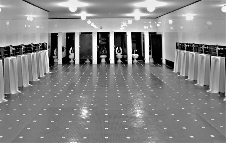 radio city mensroom (3)