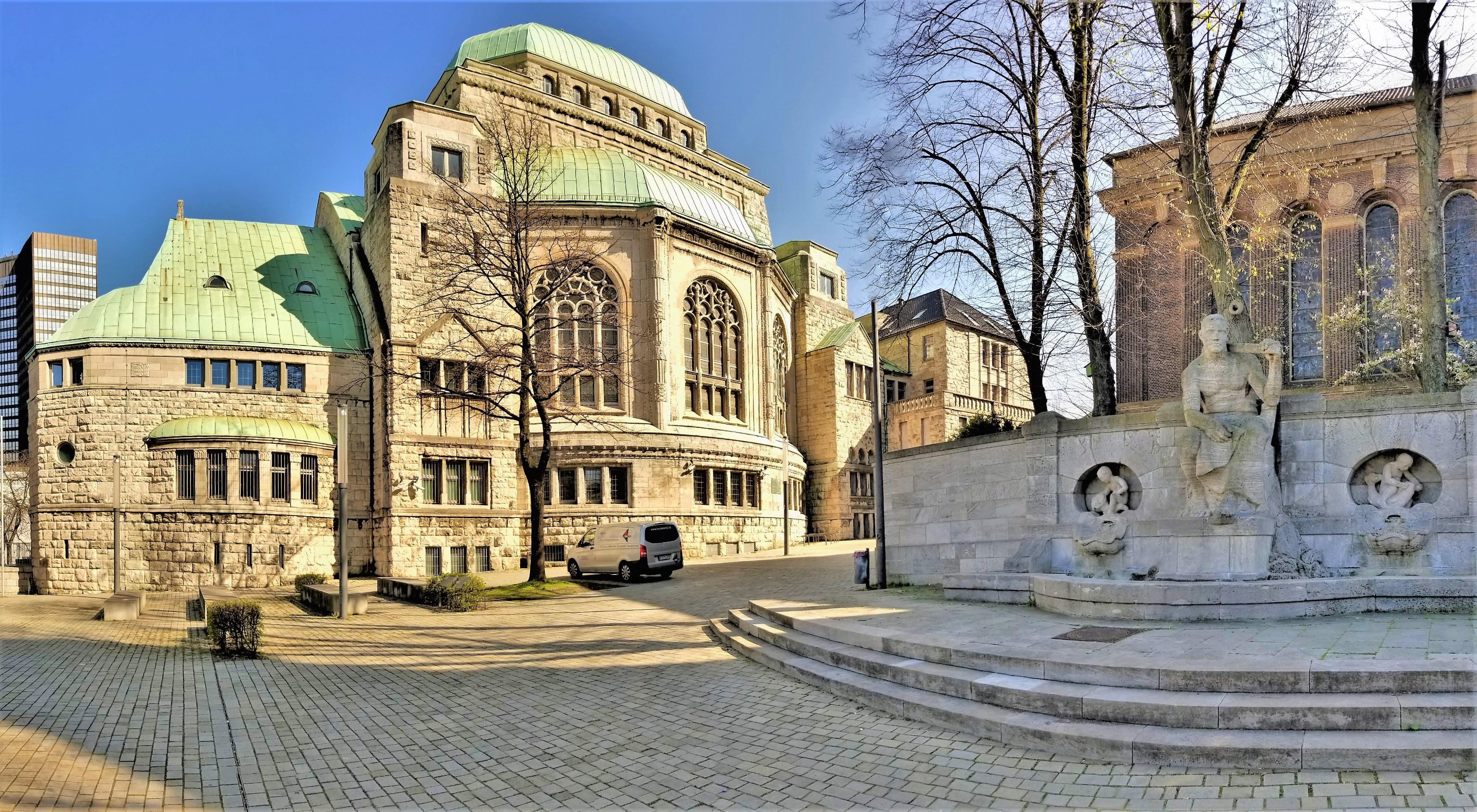 Alte shul plaza (2)