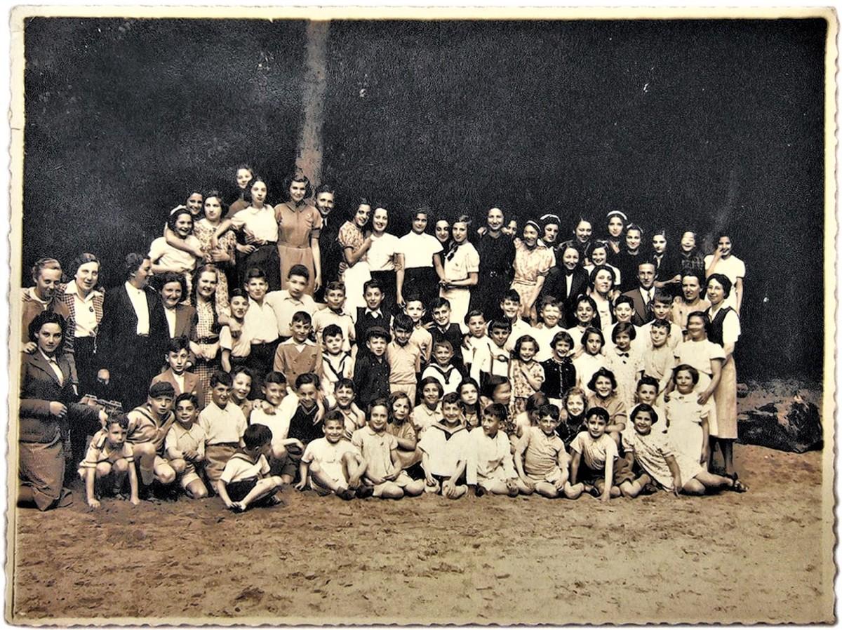 De-Burgerweeshuiskinderen-voor-mei-1940.-Foto-NIOD (2)
