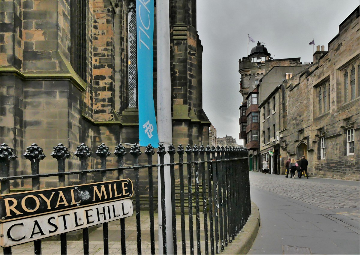 Royal Mile marker.jpg