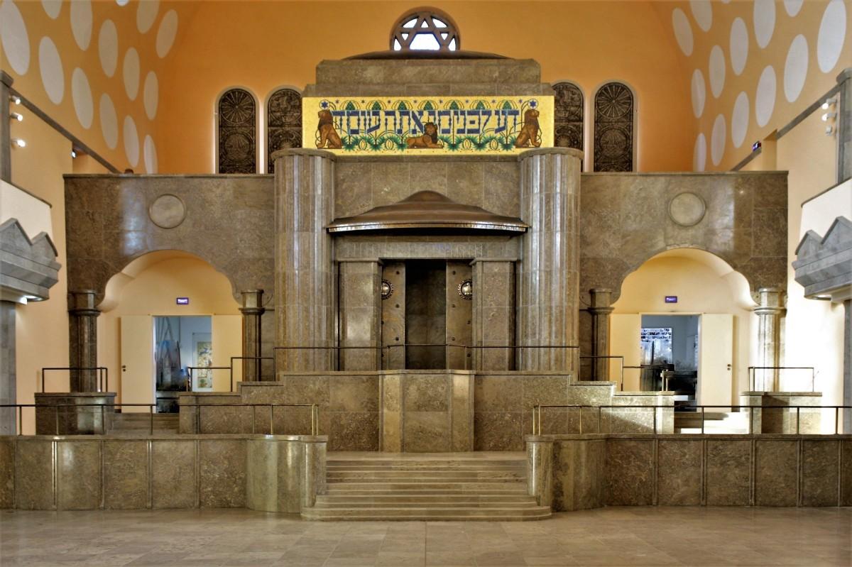 Torah Ark (2)