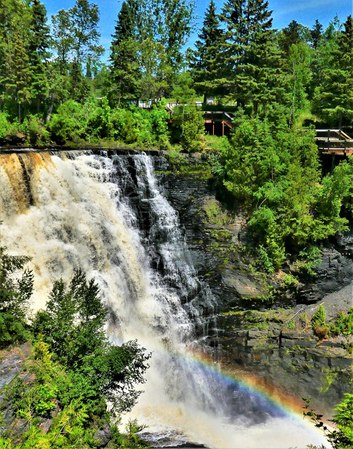 Kakabeka Falls with rainbow