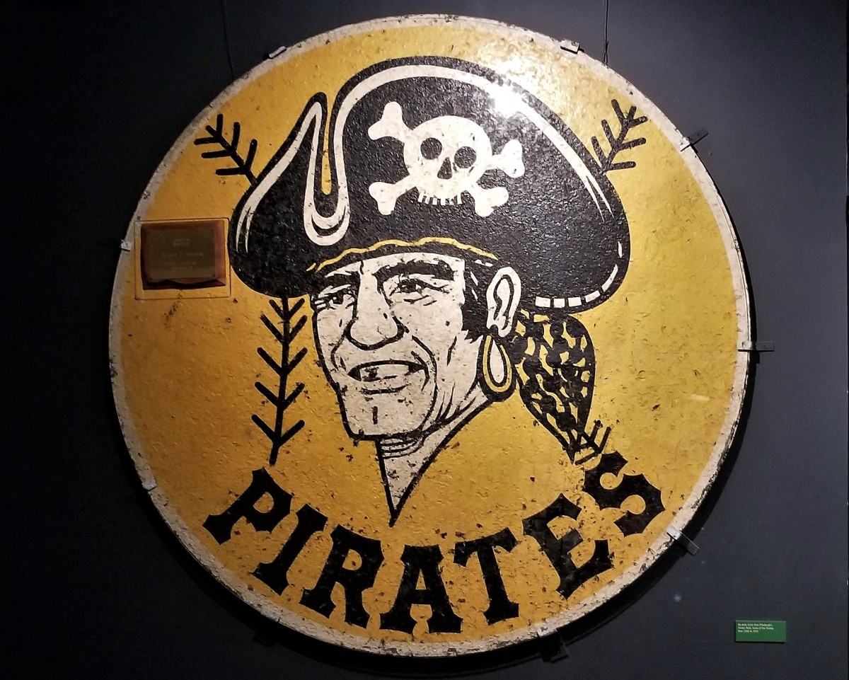 Pirates on deck circle (2)