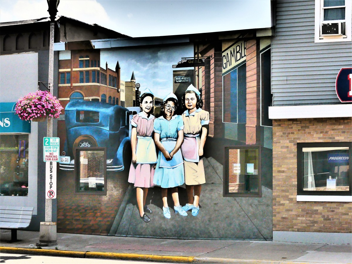 3 Waitresses