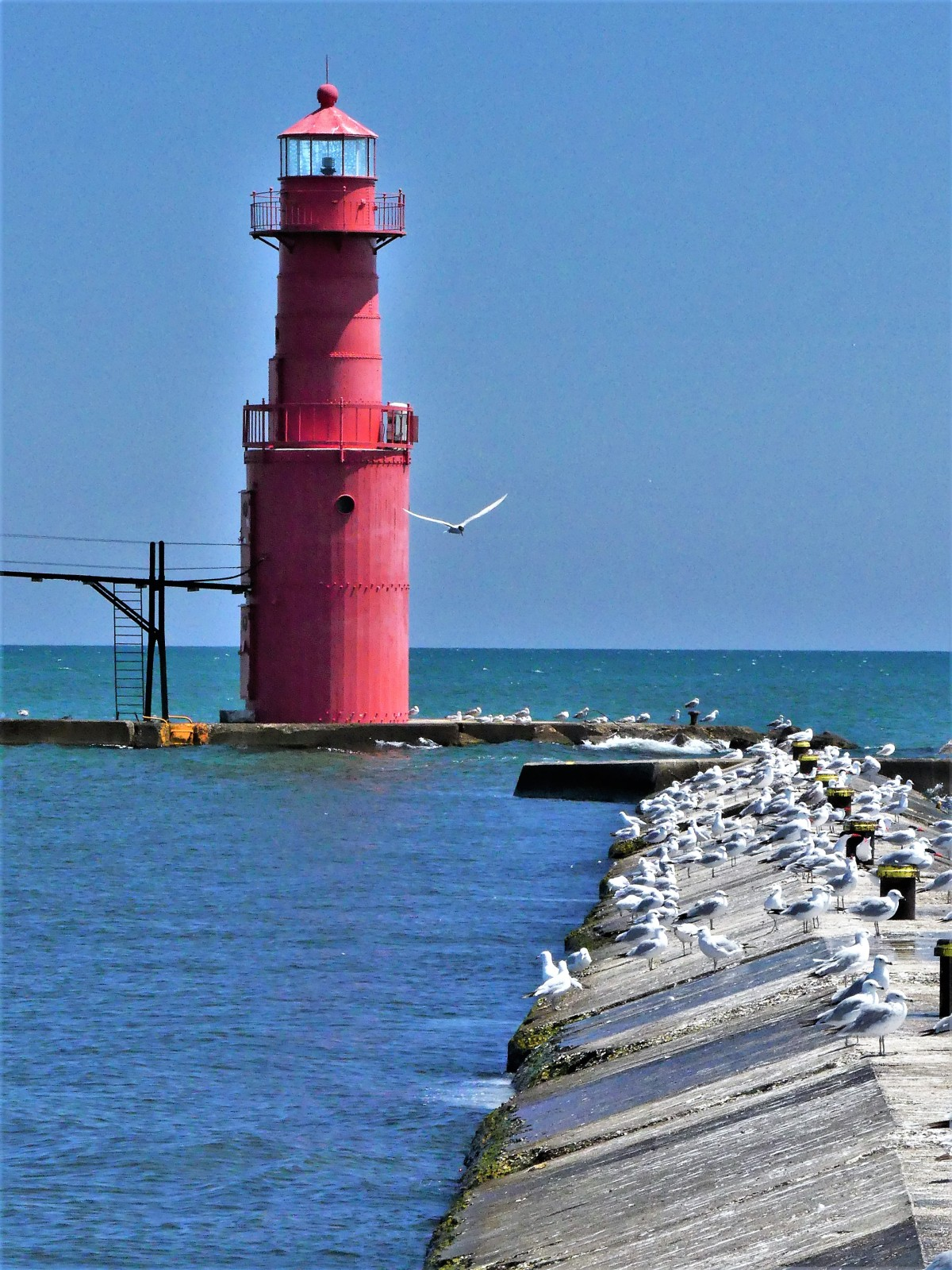 Algoma Pierhead light