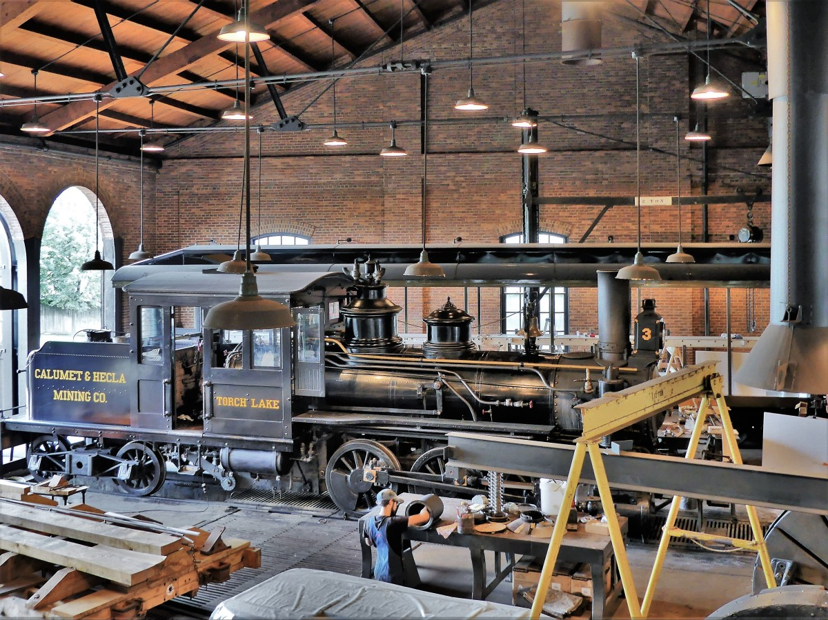 Steam engine roundhouse