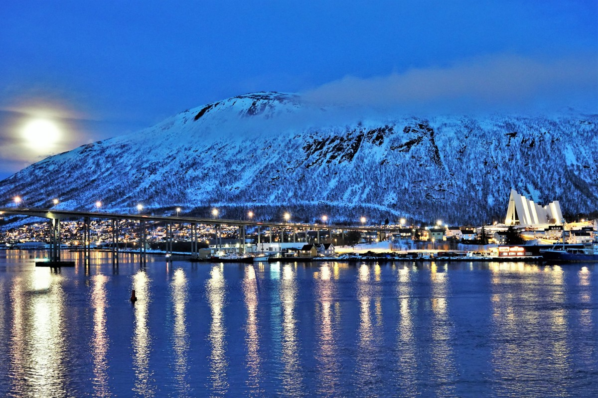 moonrise over Tromso (2)